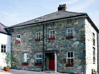 TY CAPEL, pet friendly, character holiday cottage, with a garden in Llanberis