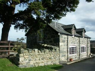 TY JOHN, pet friendly, character holiday cottage, with a garden in Rowen, Ref