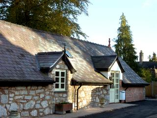 THE LOFT, pet friendly, luxury holiday cottage, with open fire in