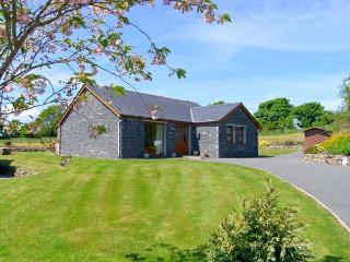 BWTHYN CLYD, family friendly, country holiday cottage, with a garden in
