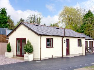 STATION COTTAGE, country holiday cottage, with a garden in Bodfari, Ref 2467