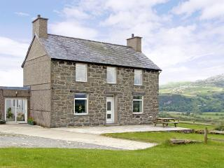 YMWLCH BACH FARMHOUSE, family friendly, character holiday cottage, with a