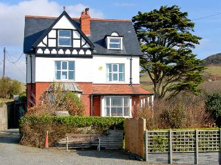 BRODAWEL HOUSE, pet friendly, luxury holiday cottage, with a garden in Aberdovey
