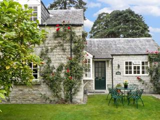WATERSIDE COTTAGE, family friendly, country holiday cottage, with a garden in Ho