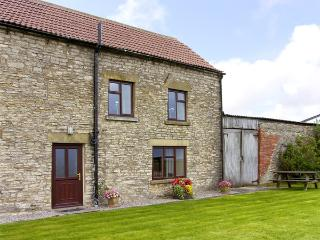 WETHERCOTE COTTAGE, family friendly, character holiday cottage, with a garden in Helmsley, Ref 3626