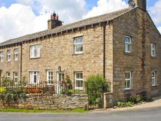 BILL'S PLACE, romantic, luxury holiday cottage, with open fire in Bainbridge, Re