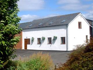 THE OLD DAIRY, pet friendly, country holiday cottage, with a garden in Allensmore, Ref 1283