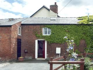 THE COACH HOUSE, pet friendly, country holiday cottage, with a garden in Canon