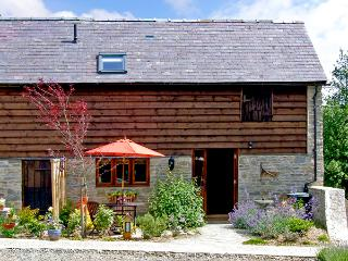STABLE END, romantic, luxury holiday cottage, with a garden in Bucknell, Ref