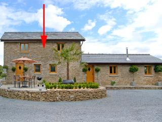 VALLEY VIEW, romantic, luxury holiday cottage, with open fire in Howle Hill, Ref