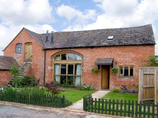 THE COACH HOUSE, family friendly, country holiday cottage, with open fire in