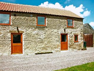 STABLE COTTAGE, pet friendly, character holiday cottage with WiFi and a garden, Levisham