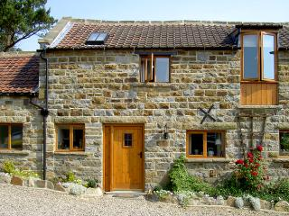 GRANARY COTTAGE, pet friendly, character holiday cottage, with a garden in Staintondale, Ref 1211