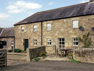 THE STABLES, pet friendly, country holiday cottage, with a garden in Bellingham, Ref 1530