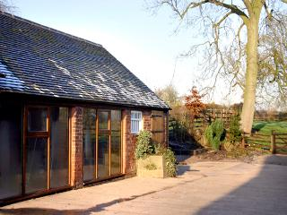 THE RETREAT, romantic, luxury holiday cottage, with hot tub in Hollington, Derbyshire, Ref 2287