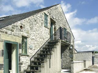 THE NEST, pet friendly, country holiday cottage, with a garden in Buxton, Ref 95