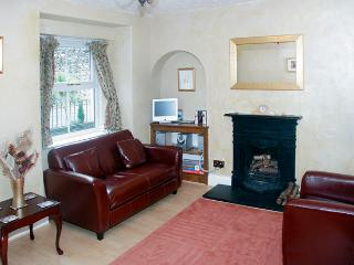 HOLLY COTTAGE, family friendly, character holiday cottage, with a garden in Bowness & Windermere, Ref 1169, Bowness-on-Windermere