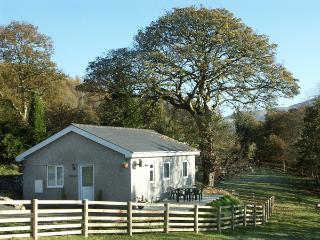 Y BWTHYN, family friendly, country holiday cottage, with a garden in Bont