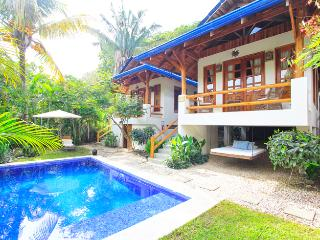 Luxury Bungalow 1 minute walk to beach.