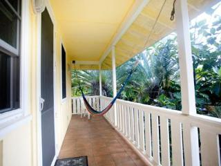 Hanalei 3 bedroom  house ....a walk to the beach!