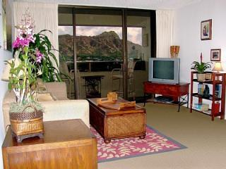 Waikiki Sunset 2BR - DIRECT Diamond Head View!