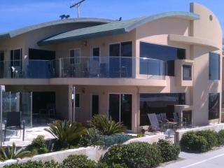 14ft wide Oceanfront Window to waves Luxury Condo, San Diego