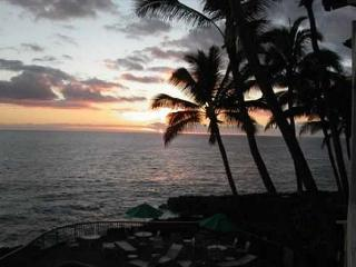 Poipu Shores B202: Amazing oceanfront views, a/c, watch sunrise and sunset!