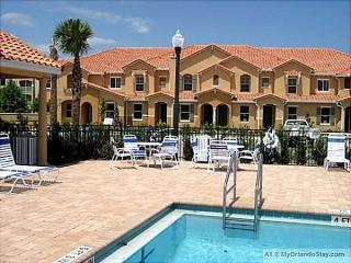 Inexpensive Disney Luxury Home, Pet-Friendly, 1 mile from Parks, Kissimmee