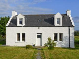 HILLSIDE, family friendly, with a garden in Dunvegan, Isle Of Skye, Ref 2011