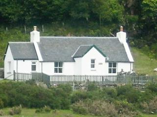 RODDY'S COTTAGE, family friendly, country holiday cottage, with a garden in Glen