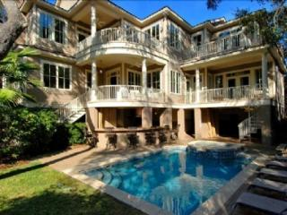 Steps to Beach, Private Pool/Spa and Pool Bar, 5 Minute Walk to Coligny