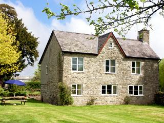 COURT COTTAGE, family friendly, country holiday cottage, with a garden in
