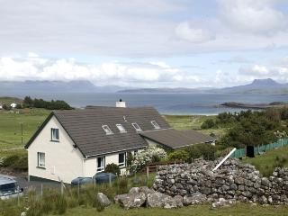THE APARTMENT, pet friendly, country holiday cottage, with a garden in Aultbea, Ref 1127