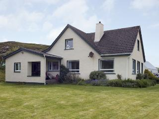 THE APARTMENT, pet friendly, country holiday cottage, with a garden in Aultbea,