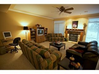 Home Away From Home - 2 BR suite - Sleeps 5, Kelowna