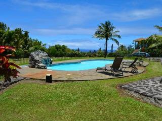 Ocean view private studio, pool, organic farm,, Haiku