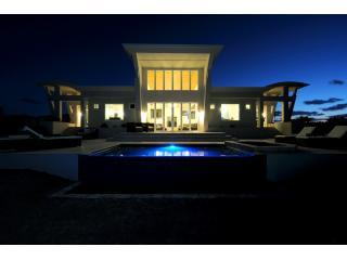 Stunning Contemporary Beach Villa w/Private Pool, Governor's Harbour