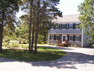 GREAT VACATION HOUSE-GREAT LOCATION TO SOUTH BEACH, Edgartown