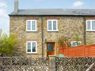 CRABBS BLUNTSHAY COTTAGE, pet-friendly, character holiday cottage, with a garden in Shave Cross, Ref 1690