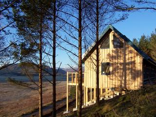THE LAGGAN DREY, pet friendly, character holiday cottage in Laggan, Ref 1525