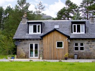 FEAGOUR, family friendly, country holiday cottage, with a garden in Laggan, Ref 3598