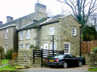AD COACH HOUSE COTTAGE, pet friendly, character holiday cottage, with a garden