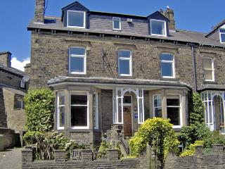 CRAVEN HOUSE, pet friendly, character holiday cottage, with a garden in Skipton,