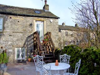 BLACKSMITH COTTAGE, pet friendly, luxury holiday cottage, with a garden in Grass