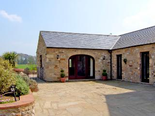 OLD MILL COTTAGE, family friendly, character holiday cottage, with a garden in Gilling West Near Richmond, Ref 2373, Yorkshire
