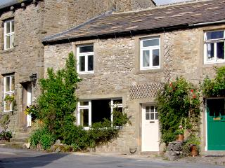 SANDY COTTAGE, pet friendly, luxury holiday cottage, with a garden in Linton, Ref 2580