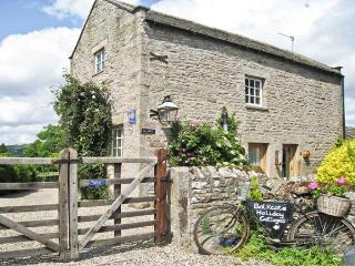 BALKCOTE, pet friendly, character holiday cottage, with a garden in Romaldkirk