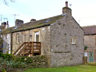 BLACKSMITH COTTAGE, pet friendly, luxury holiday cottage, with a garden in