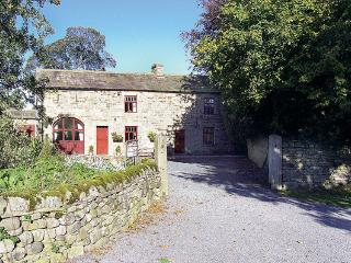 WESTFIELD COTTAGE, pet friendly, character holiday cottage, with a garden in Mic