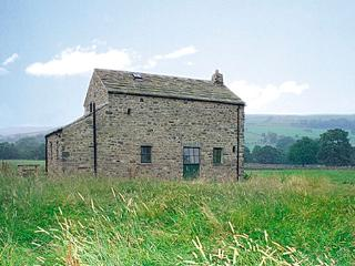 SHEPHERD'S COTTAGE, pet friendly, character holiday cottage, with a garden in Holwick Near Middleton-In-Teesdale, Ref 609, Middleton in Teesdale
